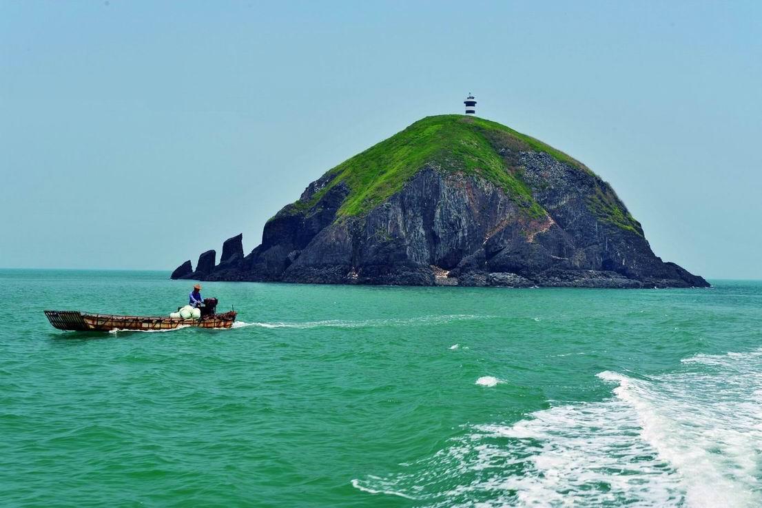地理位置:     火山岛自然生态风景区位于台湾