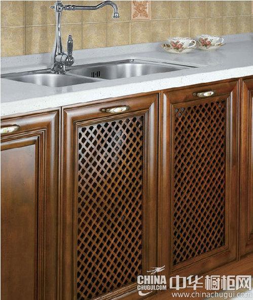 【实木门板设计】   门板采用暖色调的深