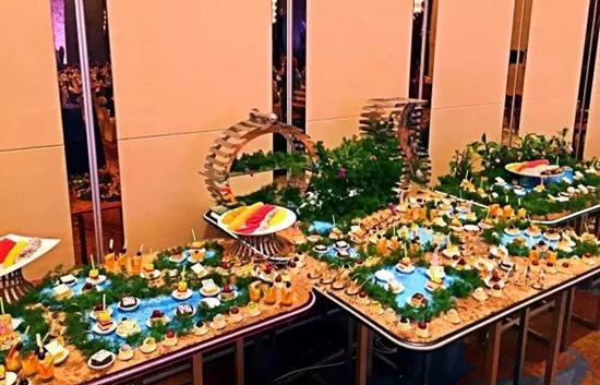 邀请赛颁奖晚宴暨万达儿童基金慈善晚宴在酒店三楼宴会厅隆重举行.