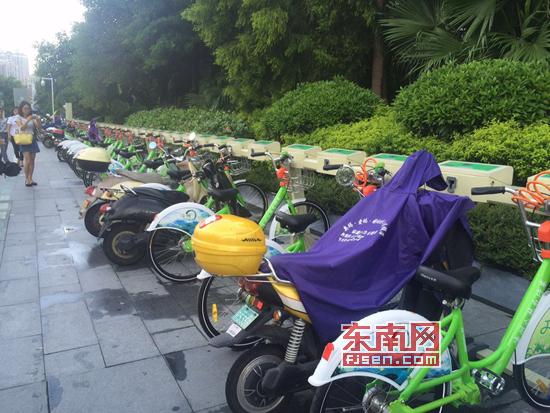 漳州绿色公共自行车站点试运营 多个车位被机动车占用